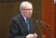Intervention de M. Jacques Delors lors de la séance plénière dédiée au vote de l'avis sur la formation professionnelle