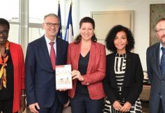 Santé des élèves, remise du rapport à la ministre Agnès Buzyn